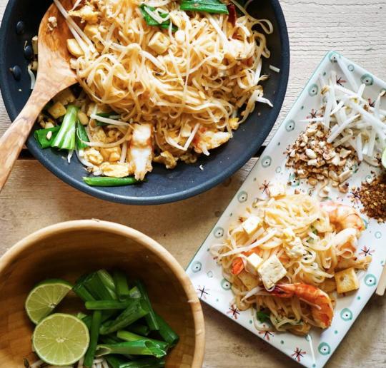 Gesundes thailändisches Nudelgericht: Pad Thai